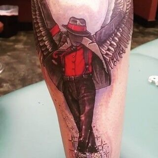 マイケル・ジャクソンの息子、父親のタトゥーを入れる