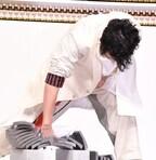 斎藤工、瓦10枚割りに挑戦で米倉涼子「こんなことやるイベントある?」と驚がく