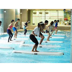 プールにマットを浮かべてエクササイズ! 専用の個室プール施設がオープン