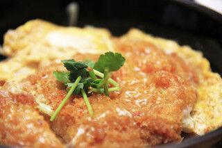 ダイエット時は厳禁! 「ご飯を大盛りにしたい丼」の2位はカツ丼、1位は?