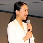 浅田真央、涙をこらえ「笑顔で…前に進んでいきたい」報道陣430人から拍手