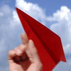 嵐、巨大紙飛行機を飛ばした思い出がよみがえる? JAL「先得」新CM