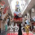 大迫力13mの「スター・ウォーズ山笠」博多に降臨! C-3PO、カイロ・レンもお祝い