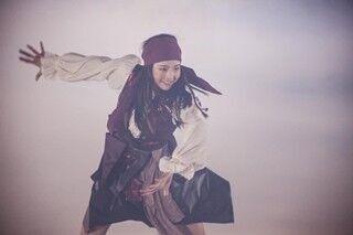 本田真凜、海賊姿で華麗に舞う!『パイレーツ』テーマ曲でパフォーマンス