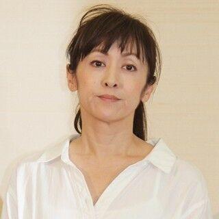 斉藤由貴、会見でW不倫を否定 - 恋人つなぎは「あまり記憶が…一瞬のこと」