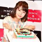 浜辺美波、写真集&カレンダーブックのダブル重版決定に「うれしい!」と歓喜
