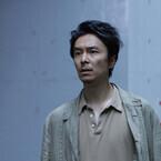 """日本で珍しい""""侵略SF""""映画に、長谷川博己が行くところまで行った? 黒沢清監督も驚いた『散歩する侵略者』"""