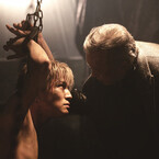 上半身裸で拘束される岩田剛典、意味深な窪田正孝…『HiGH&LOW』新場面写真