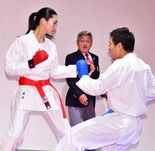 空手3段の是永瞳、空手の世界王者相手に得点獲得 得意技は「上段蹴り」