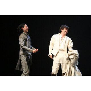 菅田将暉、生田斗真のボケ「たまらない」 『ロズ・ギル』開幕直前コメント