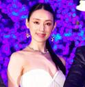 栗山千明、セクシーなドレス姿で胸の谷間をアピール「ちょっと寒いです(笑)」