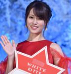 深田恭子、真っ赤なドレス姿を披露 - 初めての点灯式にニッコリ