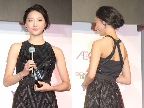 元新体操日本代表の畠山愛理、美背中あらわなドレスで美貌放つ