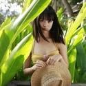 大友花恋、初カレンダーで水着&腹チラ南国ロケ「学生最後の年に撮った」