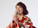 中島健人&知念侑李、小指絡ませ2人で映画鑑賞を約束! 袴姿で登場
