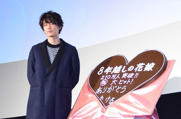"""佐藤健、『8年越しの花嫁』大ヒットでスタイリッシュに初""""逆チョコ"""""""