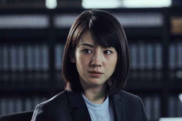 桜庭ななみ『マンハント』新人刑事役の新写真! 悪戦苦闘でも表情キリリ