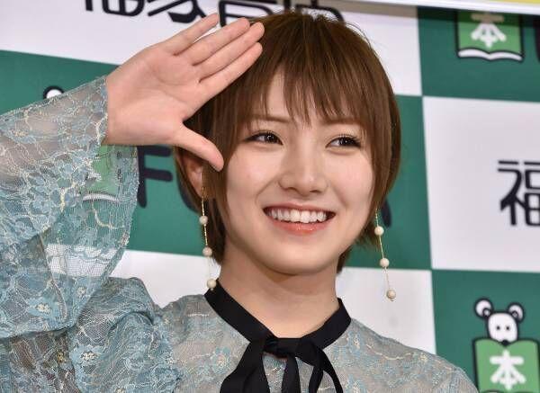 "AKB48岡田奈々、初写真集でまゆゆの""全裸に見えるポーズ""披露"