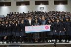 黒島結菜&小瀧望、北海道の高校にサプライズ訪問! 力強くアドバイス