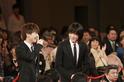 岩田剛典&菅田将暉、顔を見合わせ笑顔! 豪華俳優陣レッドカーペット
