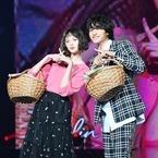 玉城ティナ&小関裕太、笑顔で×ポーズ! 2ショットランウェイ披露