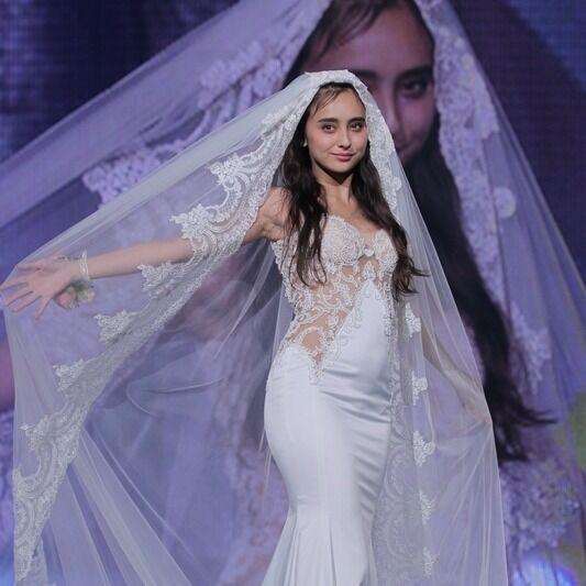 石田ニコル、胸元セクシーな花嫁姿に「女神」「美しすぎる」と絶賛の声