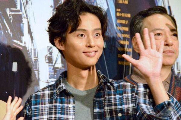 藤ヶ谷太輔、主演舞台で生着替え! ダメ男演じるも甘い匂いが好評