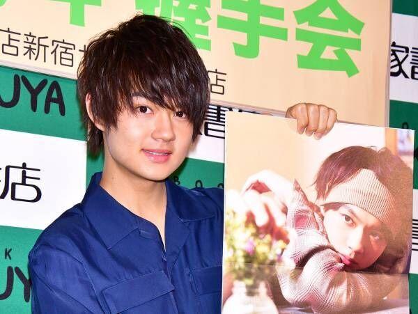 佐野勇斗、初のソロカレンダーは「10代最後の色んな表情が見られる」
