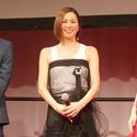 米倉涼子、個性派シースルードレスで美脚チラリ【写真17枚】