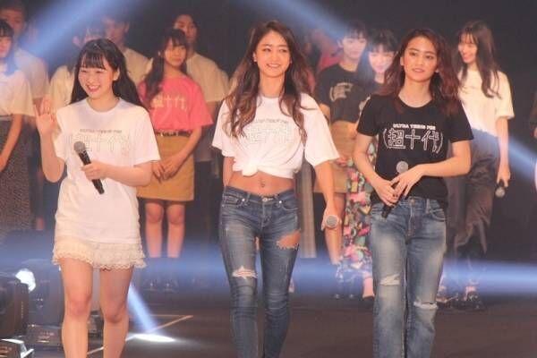 池田美優、へそ出し美ボディで魅了! 岡田結実らと「超十代」開幕宣言