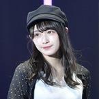 欅坂46渡辺梨加、ミニスカートで美脚披露 キュートなポーズに歓声