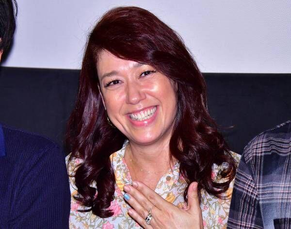 LiLiCo、結婚発表後初の公の場に笑顔で登場「おっぱいは涼平のものよ!」