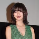 池田エライザ、幽霊に愛着!? 美谷間セクシーな衣装で明かす