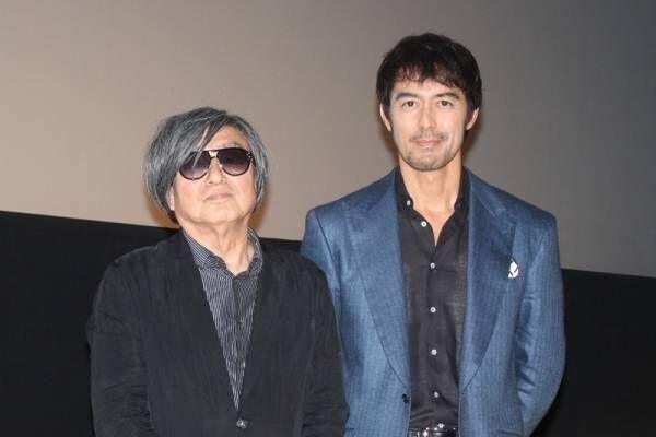 阿部寛、濡れ場に照れ「恥ずかしい」- 鶴橋監督は「いい体」と絶賛