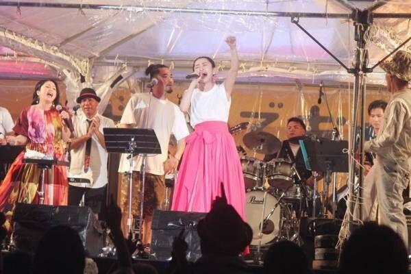 島袋寛子、地元で「Body&Soul」熱唱! 沖縄国際映画祭ライブで会場沸かす