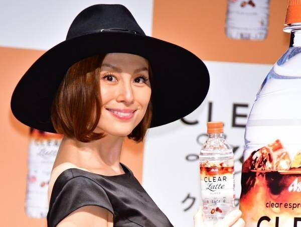 米倉涼子、背中全開のセクシードレス姿で悩殺「女性らしさが出ている!」