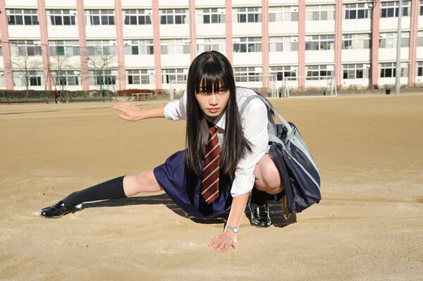 小松菜奈、ポニーテールで疾走 『恋雨』の「フロントメモリー」MV公開