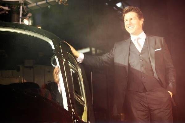 トム・クルーズ、『M:I』で操縦したヘリに感謝「僕の面倒をよく見てくれた」