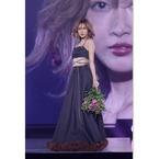 紗栄子、お腹見せドレスで美スタイル披露! 神コレでトップ飾る