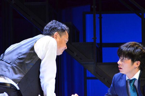 田中圭、がっつりキスシーンも注目 映画作り手描く舞台『サメと泳ぐ』