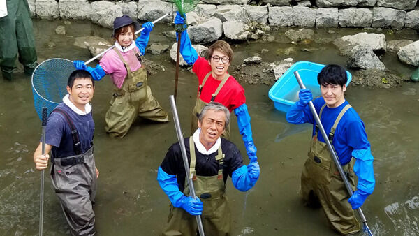 寺島進、ジャンプした幻の巨大魚を捕獲! 『池の水』高知城堀の水へ