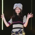 『花晴れ』の美女! 今田美桜がスラリ美脚&キュートな笑顔で魅了