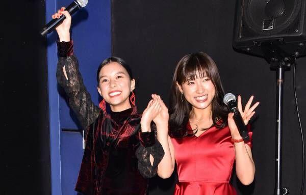 """土屋太鳳&芳根京子、「キスはあいさつ」撮影で100回くらい唇を""""かさね""""る"""