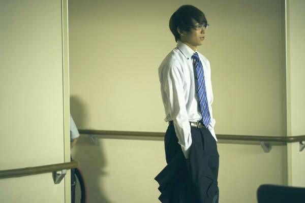 須賀健太、凛々しい大人スーツ姿にプロデューサーも称賛! 支える恋熱演