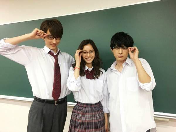 吉沢亮・新木優子・杉野遥亮、「メガネの日」に仲良しメガネ姿公開