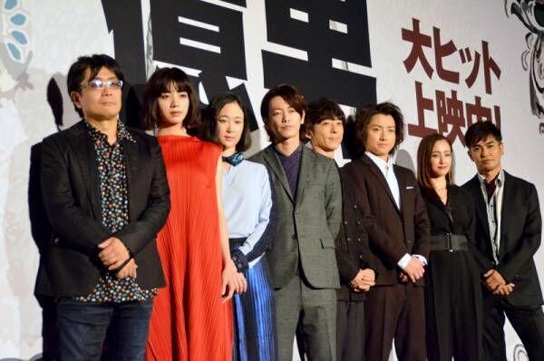 佐藤健、高橋一生は「商売上手」 熱いハグで『億男』初日祝う