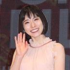松岡茉優、ロングドレスで笑顔!「東京国際映画祭」華やかに開幕