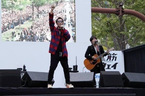 コブクロ、原点の大阪・御堂筋でストリートライブ「一生忘れられない景色」
