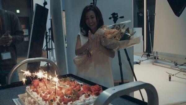 大島優子、誕生日サプライズに笑顔! 30代は「新しいことにチャレンジ」