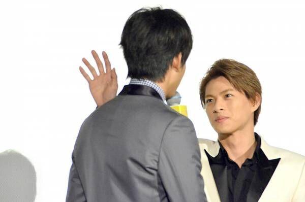平野紫耀、伊藤健太郎にエア壁ドン! 観客に「肌ツヤが良くなってる」